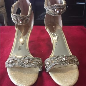 Stone shoes by Antonio Melani in Gold color